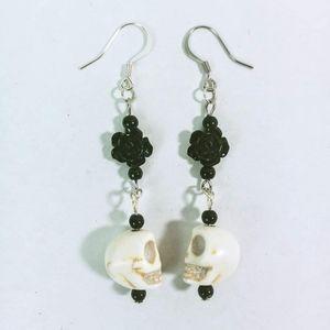 Skulls and black roses earrings